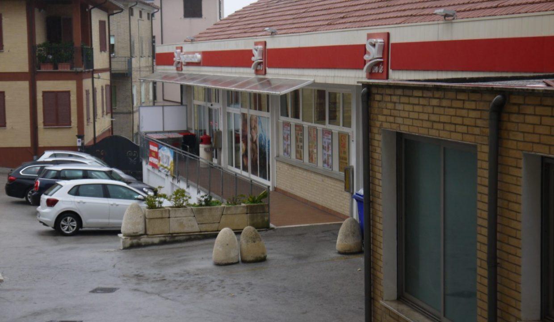 Locale commerciale negozio-Monte san giusto-1